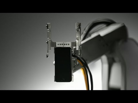 Apple reveals recycling robot (CNET News)