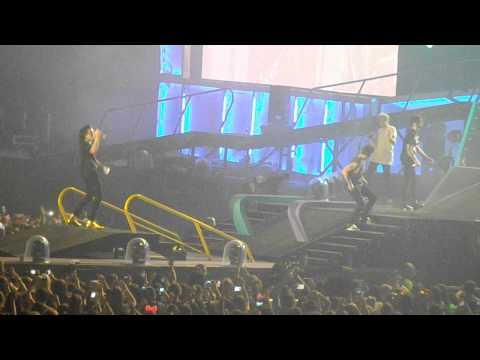 One Direction - Uptown Funk OTRA SYDNEY 7/2/15