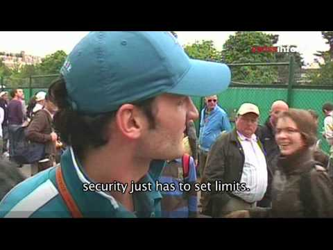 Roger Federer look-a-like shows off at French Open Video