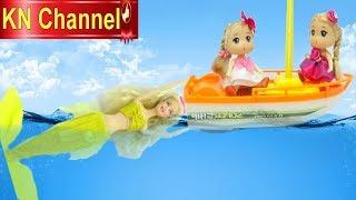 Đồ chơi trẻ em BÚP BÊ GẶP TIÊN CÁ Ở BIỂN KHƠI | KN Channel CỦA BÉ NA