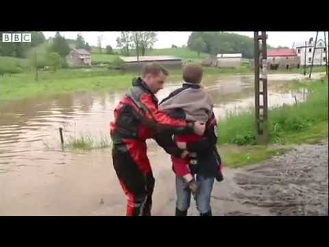 Thousands flee as central Europe flood waters rise