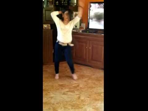 девочка танцуют&girl dancing
