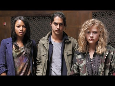 """Twisted"" Sneak Peek After ""Pretty Little Liars"" Finale - 1x01 Preview"