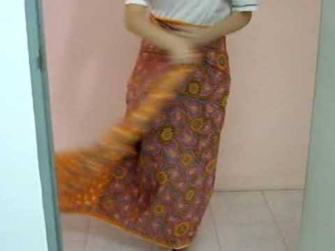 How to wear batik (Maly tradition cloth)