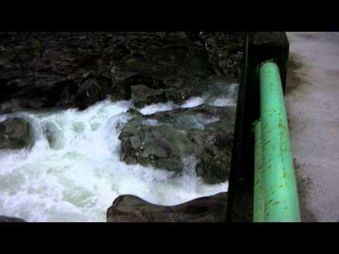 古座川支流小川「滝の拝」増水風景