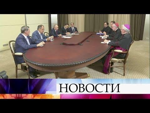 ВСочи Владимир Путин провел встречи сгоссекретарем Ватикана П.Паролином ипрезидентом Армении.