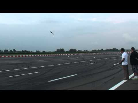 Tareq Alsaadi flying Outrage Velocity 90 in Venlo 2011 3D Masters flying - Tareq Alsaadi flying Outr