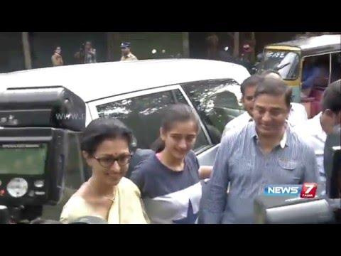 Actor Kamal Haasan cast his vote at Alwarpet along with daughter Akshara and Gowthami | News7 Tamil