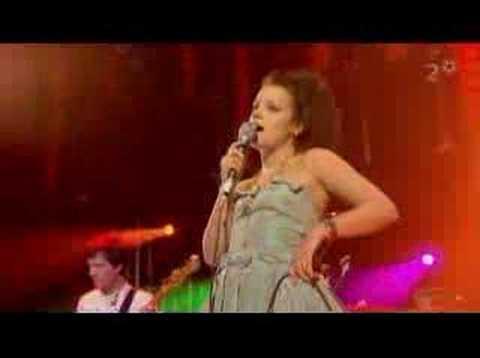 Lily Allen - London (live)