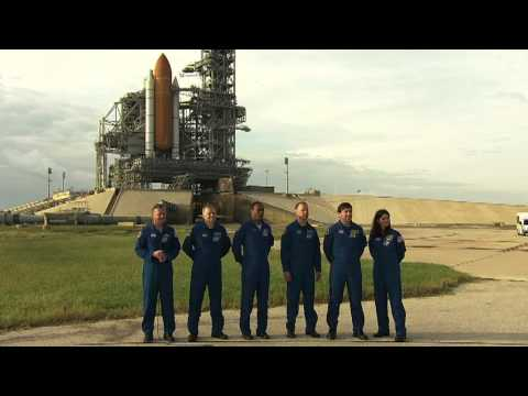 Shuttle Discovery Crew, Media Meet at Launch Pad