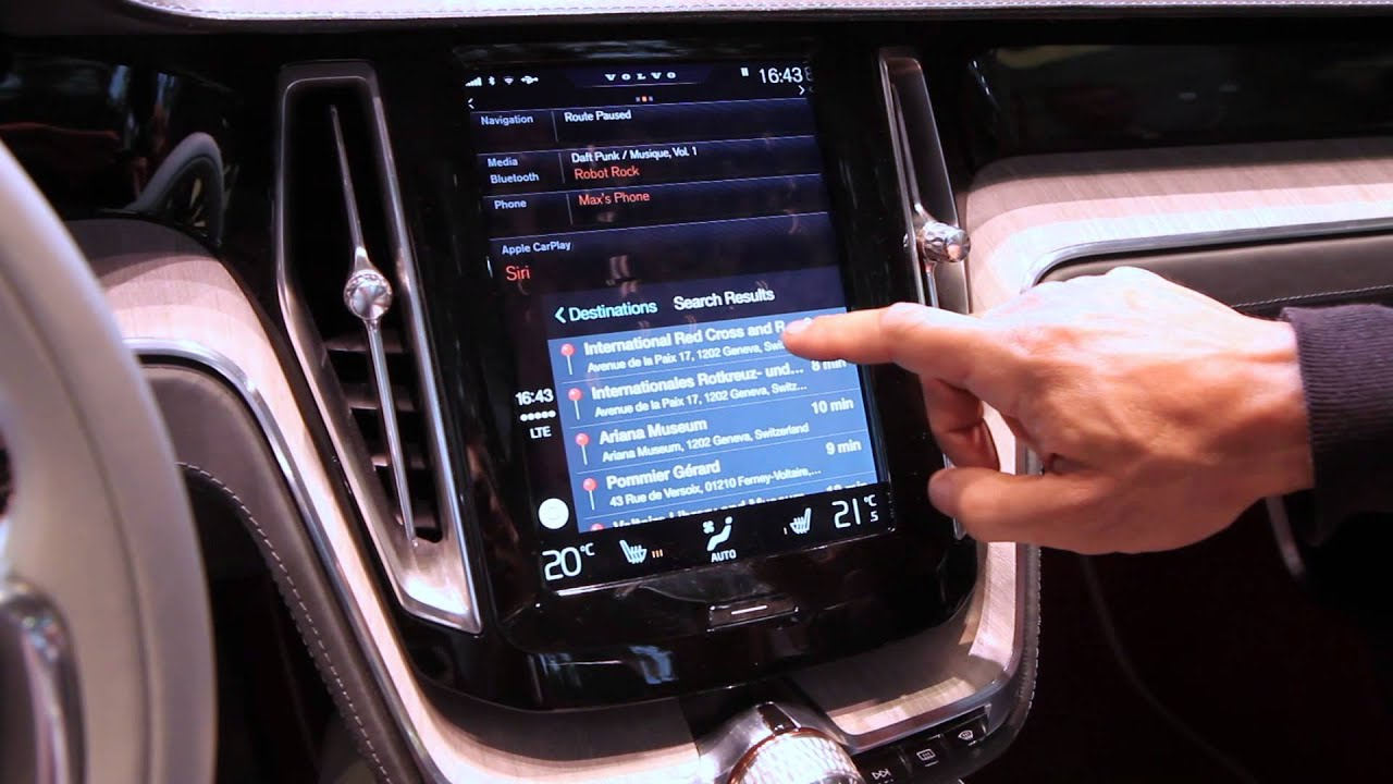 Apple Carplay Demo in Volvo Concept Estate -- Geneva Motor Show 2014 - YouTube