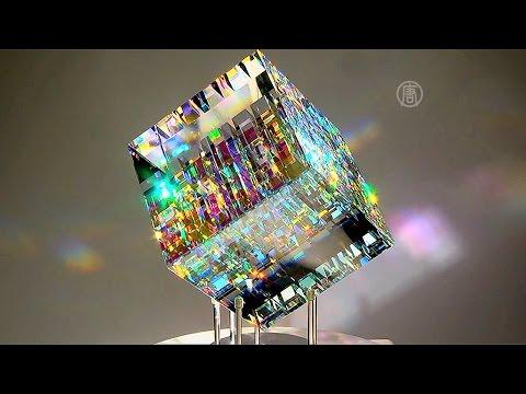 Завораживающие скульптуры из дихроичного стекла создает Джек Стормс  (новости)