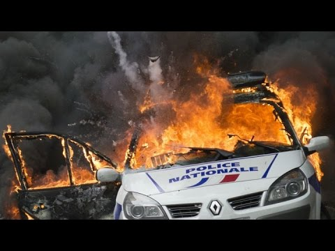 France police protests: French officers attacked during 'anti-cop hatred' rally