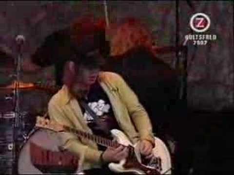 The Hellacopters - Sometimes I Don't Know (Hultsfred '02)