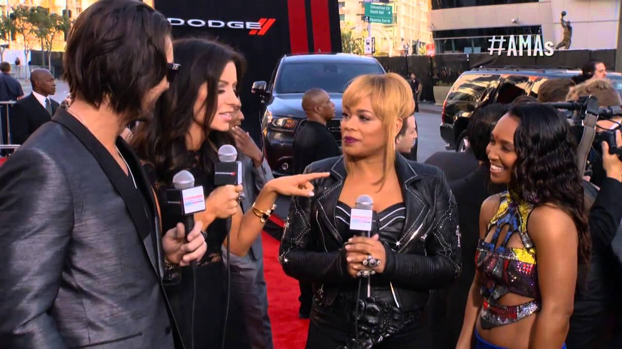 Tlc Carpet Red Carpet Interview Amas 2013 Youtube