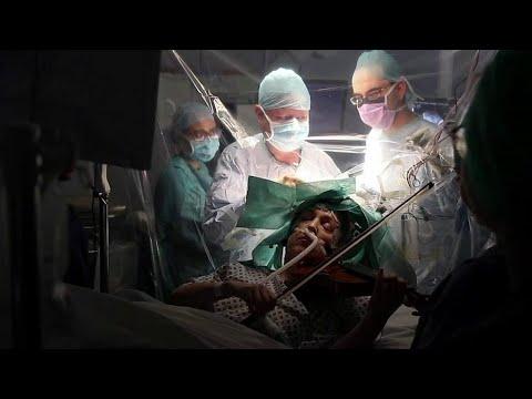 脳の手術中にバイオリンを演奏、患者の左手を守るため 英病院/ダイヤモンド・プリンセス号の乗客の下船再開 20日/クル…他