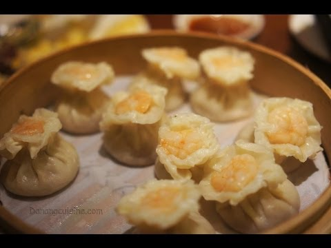 Discover food in Singapore: Dim sum, sushi, char kway teow and Breadtalk