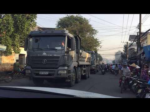 Đồng Nai: đoàn xe ben cày nát đường nông thôn mới thumbnail