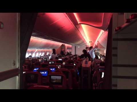 Volando a Nueva York vía Santiago de Chile en un Boeing 787-9 de LAN.