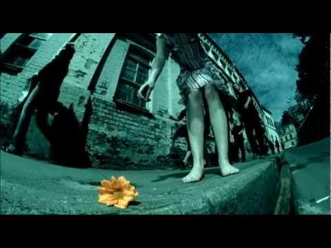 Nautilus Pompilius, Вячеслав Бутусов - Девочка по городу шагает босиком