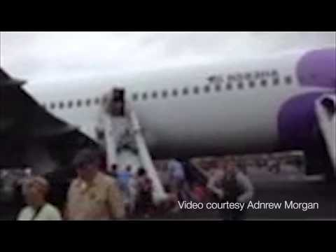 Passengers evacuate Hawaiian Airlines flight
