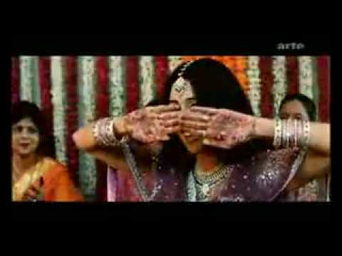 Mehndi To Rang Lati Hai video