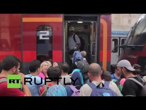 Hungary: Hundreds of refugees board train bound for Germany