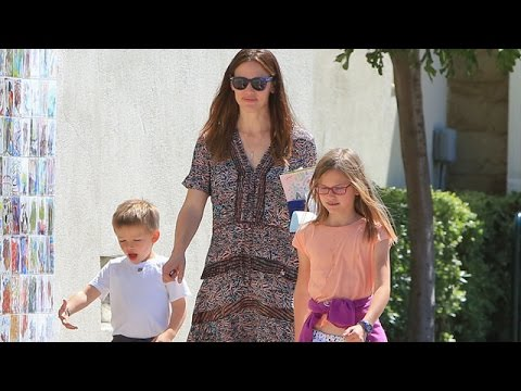 Jennifer Garner Celebrates Her 44th Bday At Church Without Ben