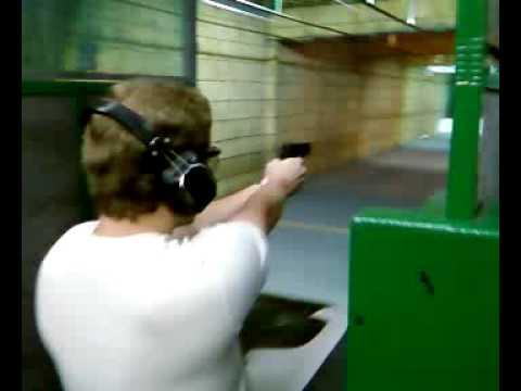 Julio atirando com Taurus PT 938 .380 ACP