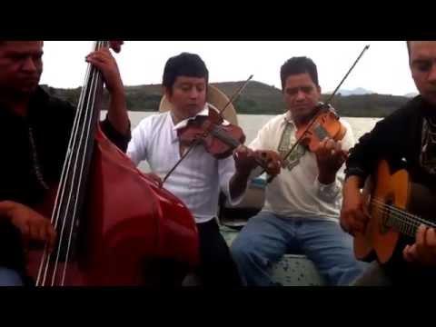 Erándepakua, un abajeño al Lago de Pátzcuaro. Grupo P'indékuecha. Música P'urhépecha