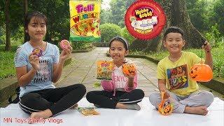 Trò Chơi Đổi Kẹo Hubba Bubba Lấy Kẹo Sâu Trolli - MN Toys Family Vlogs