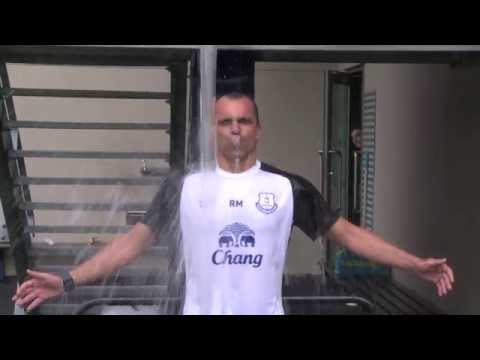Roberto Martinez takes on the #IceBucketChallenge