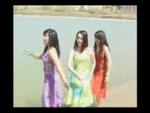 Xinjiang Uzbek Woman Singing Portfolio:oux Yulduz-man Bagingga Kirmayman video
