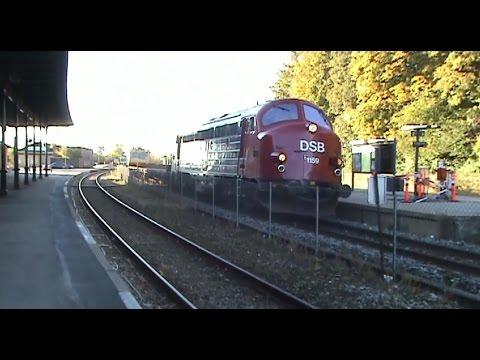 """Natkørsel med IC4 & IC3 mellem Aalborg og Vejle. Der er optagelser fra Aalborg, �rhus H og Hobro stationer. Der ses bl.a. IC3 reklame for """"TDC Home Trio"""" og ..."""