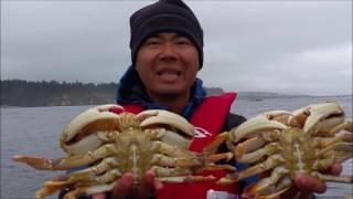 oregon coast crabbing catching giant dungeness crab