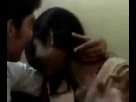 Indian Girl College Kiss video