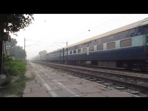Patna-kota Express Crosses Farah Town With Kanpur Wap-4 video