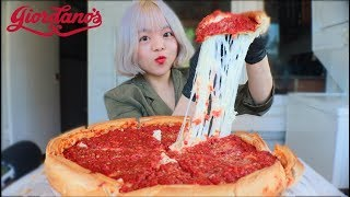 CHEESIEST CHICAGO DEEP DISH PIZZA (my first time!) MUKBANG | JULIE 시카고 피자 먹방
