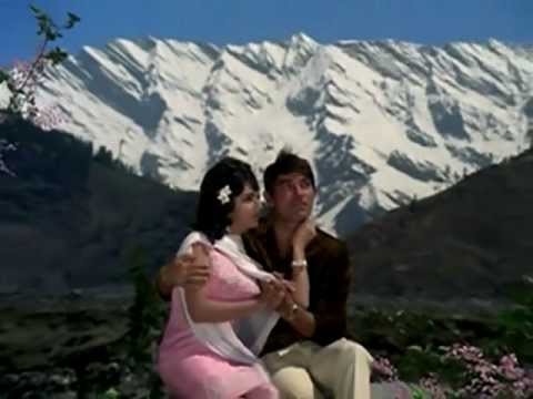 HUMRAAZ (1967) neele gagan ke tale dharti ka pyaar pale Mahendra...