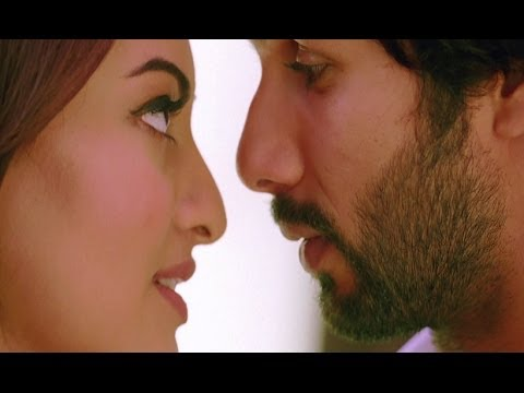 Shahd and Sonakshi in the changing room - R...Rajkumar