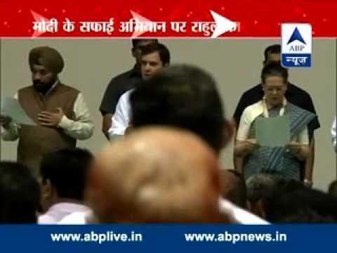 Sheila Dikshit leads oath to carry forward Nehru's legacy