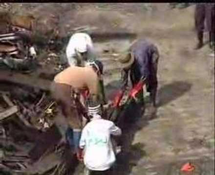 Evakuasi Mayat Aceh