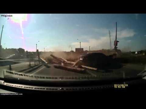 Compilação de alguns dos mais brutais acidentes de trânsito já vistos. 1280x720