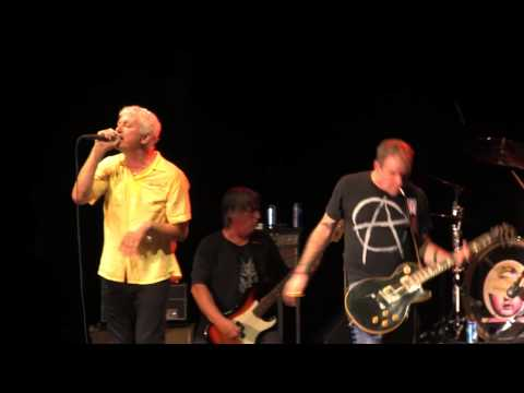 "Guided By Voices at Deluna Fest 2012 - ""Class Clown Spots a UFO"" (Modmobilian.com)"