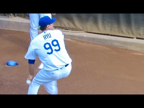 Hyun-jin Ryu Bullpen Warmups Now 2016-07-07