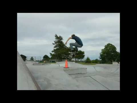 Quick sesh at Tawwassen Skatepark with Sean Pearson, wait for the laser flip.