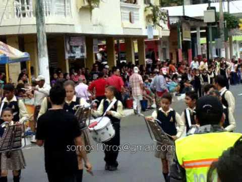 Calceta - Tomas del desfile civico militar 2011