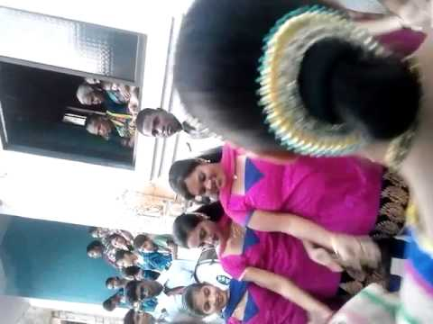 Agri dancing girls