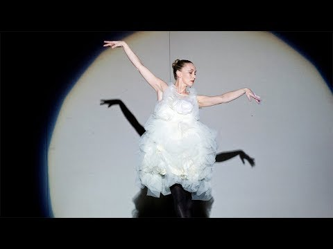 V&A Fashion in Motion - Roksanda Ilincic