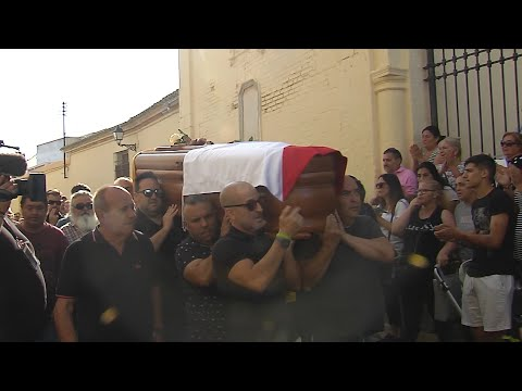 Multitudinario y emotivo funeral en Utrera a Reyes